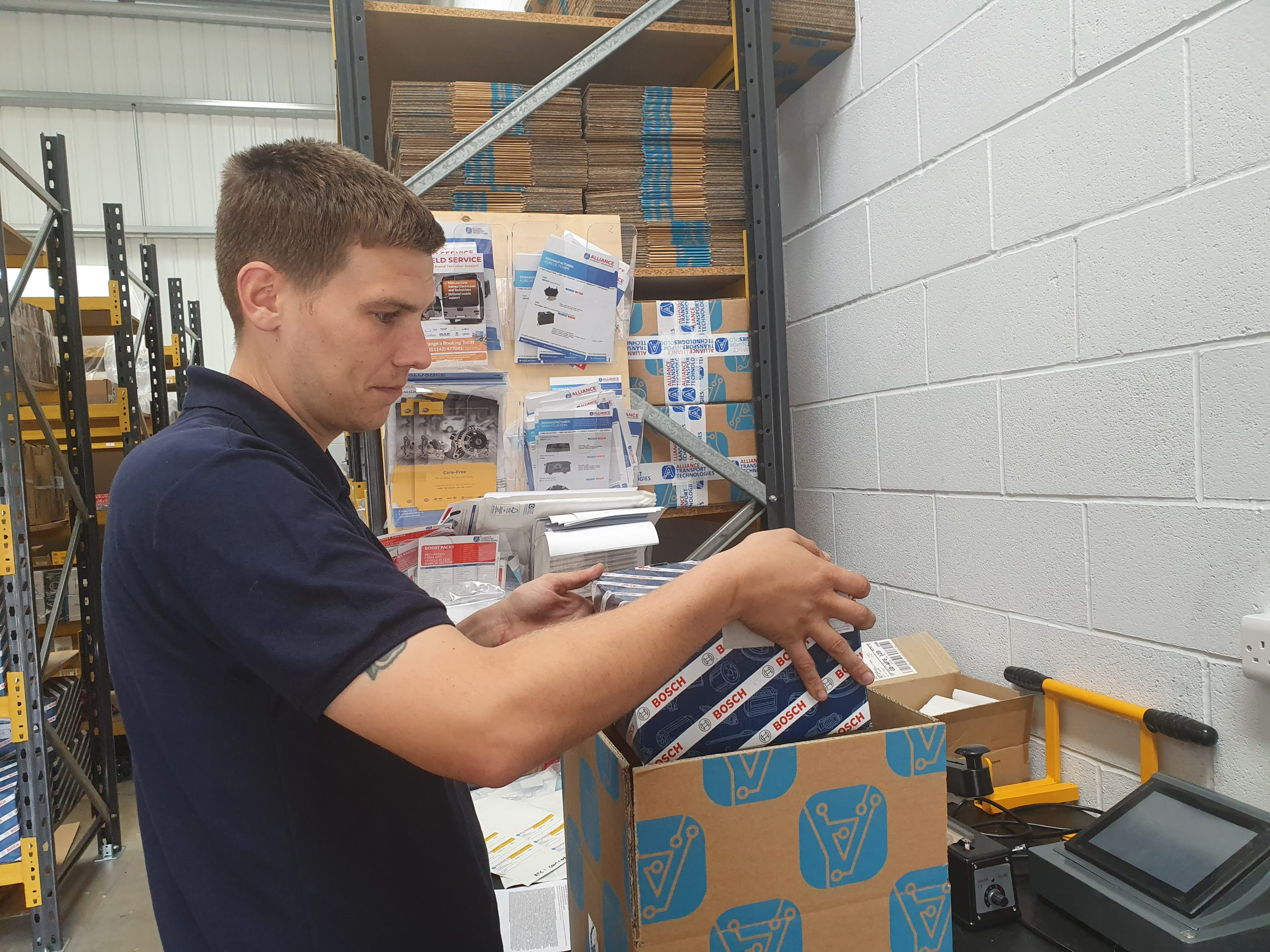 parts_packing_boxes_warehouse